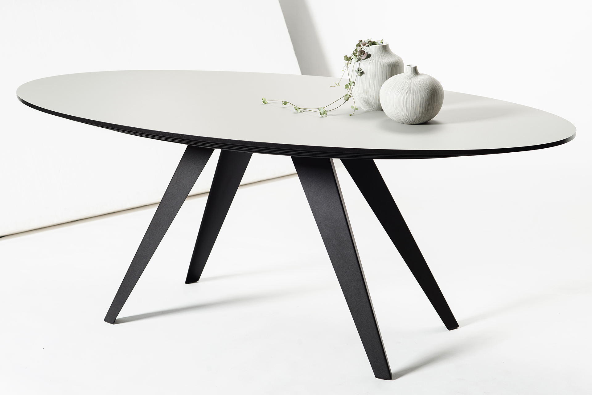 Tafel Ovaal Design : Ovalen design esstisch belly l kees marcelis l odesi. your dutch design.